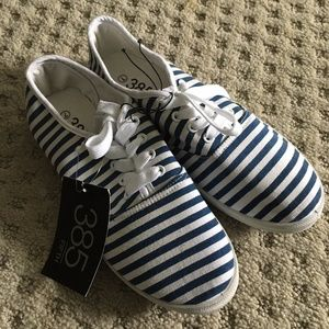 NWT 385 FIFTH STRIPED CANVAS SNEAKERS